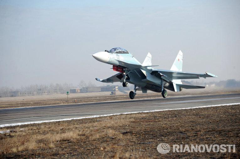Российский Су-30СМ против американского невидимки F-22 в Сирии: кто победит?