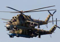 Ударные вертолеты МИ-24 во время репетиции военно-морского парада в ознаменование 70-летия Победы в Великой Отечественной войне 1941-1945 годов