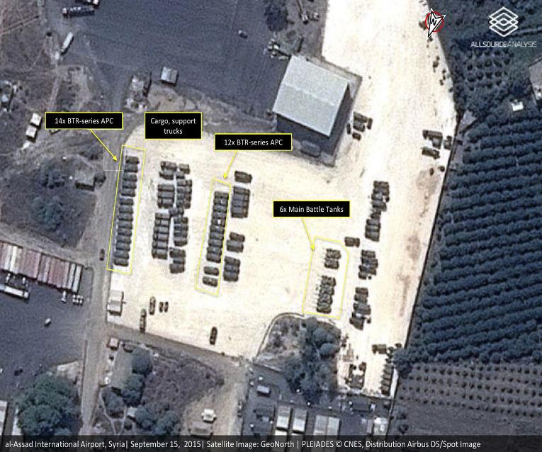 Спутниковый снимок российской военной техники на авиабазе в Латакии