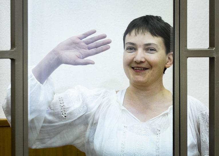 Украинская летчица Надежда Савченко в зале суда в городе Донецк Ростовской области
