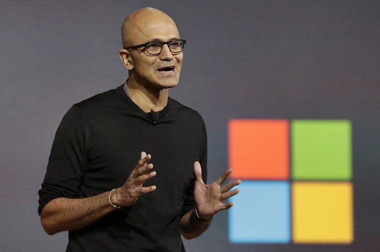 Глава Microsoft Сатья Наделла на презентации устройств на базе операционной системы Windows 10