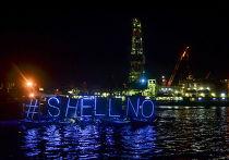 Акция протеста против бурения в Арктике в порту города Эверетт