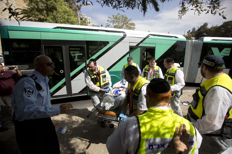 Скорая помощь на месте стрельбы в Иерусалиме