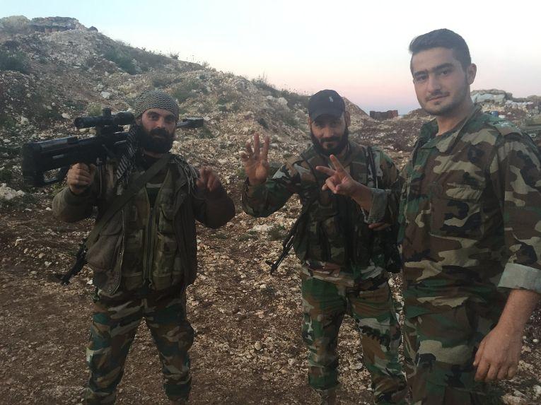 Артиллерийская позиция сирийской армии в районе поселения Араму на севере Латакии в 20 километрах от сирийской границы