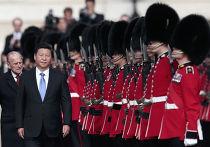 Председатель КНР Си Цзиньпин и принц Филипп во время церемонии приветствия в Лондоне