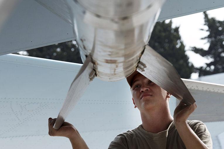 Истребитель Су-30 на авиабазе «Хмеймим» в сирийской провинции Латакия