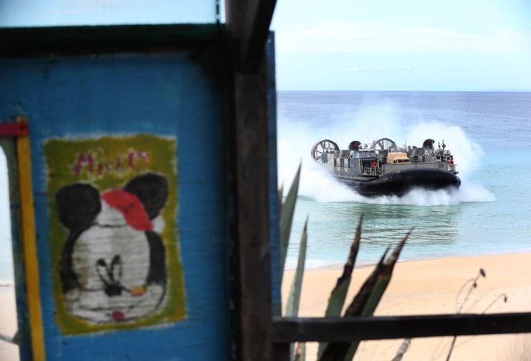 Американский катер на воздушной подушке участвует в учениях НАТО Trident Juncture в Португалии