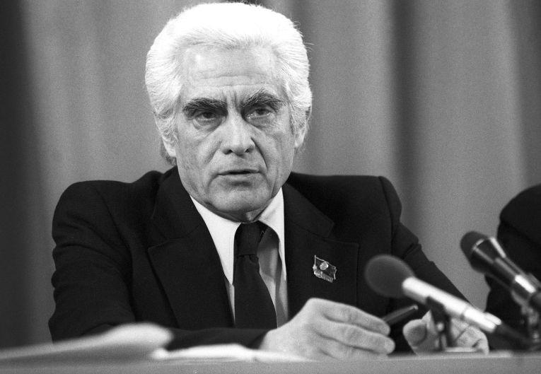 Генеральный секретарь Португальской коммунистической партии Алваро Куньяла во время пресс-конференции в рамках XXVI съезда КПСС