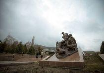 Мемореальный комплекс Ата-Бейит в Бишкеке