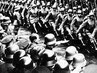 Адольф Гитлер принимает парад войск в Берлине, 1934 год