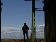 Российский военный на украинской военной базе в Севастополе, март 2014 года