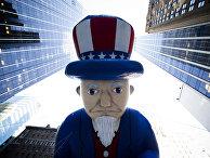 Шар в виде Дяди Сэма во время парада на День благодарения в Нью-Йорке