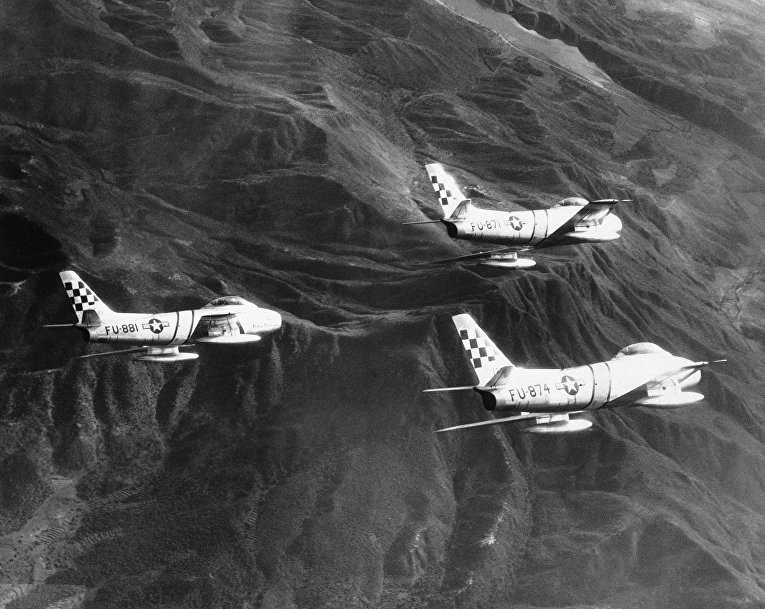 Американские самолеты F-86 Sabre участвуют в Корейской войне