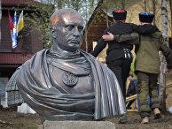 Казаки установили бюст Путина в Ленинградской области