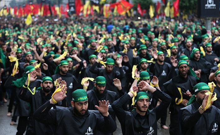 Сторонники движения «Хезболла» на марше в день Ашуры