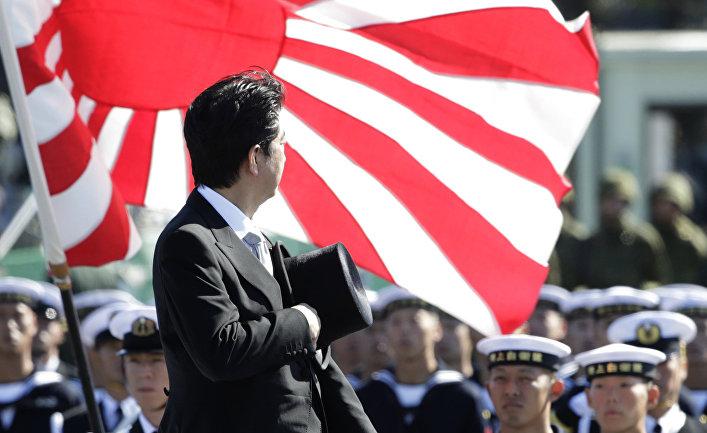 Премьер-министр Японии Синдзо Абэ на праздновании Дня сил самообороны Японии
