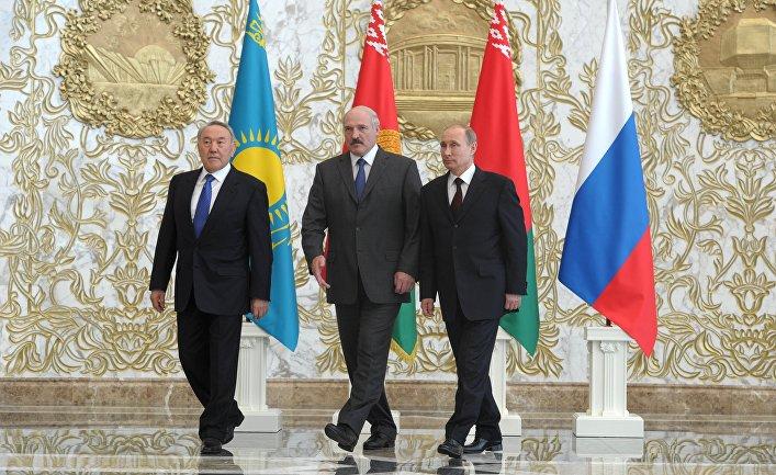 Президенты России, Белоруссии и Казахстана Владимир Путин, Александр Лукашенко и Нурсултан Назарбаев перед заседанием Высшего Евразийского экономического совета