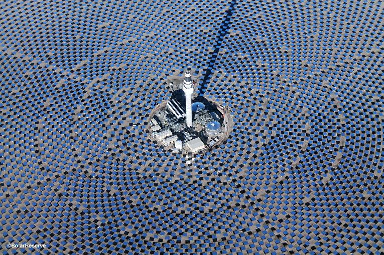 Солнечная тепловая электростанция Crescent Dunes в Неваде