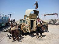 Блокпост боевиков «Исламского государства» рядом с нефтеперерабатывающим заводом в Байджи в Ираке