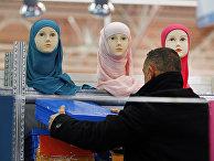 Хиджабы на ежегодном съезде мусульман в пригороде Парижа Ле Бурже