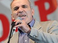 Лидер Объединенного гражданского фронта Гарри Каспаров на митинге после акции «Марш миллионов»