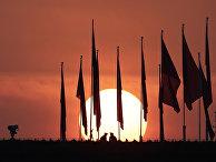 Восход солднца над площадью Тяньаньмэнь перед первой сессией ВСНП