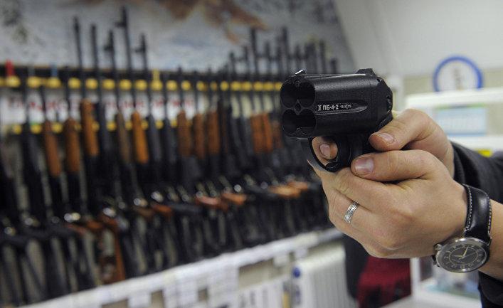 Работа магазина по продаже оружия
