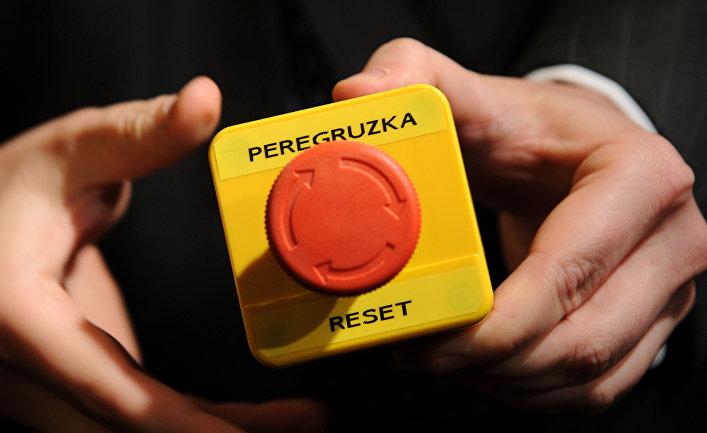 «Кнопка перезагрузки», подаренная Хиллари Клинтон Сергею Лаврову во время встречи в Женеве в 2007 году