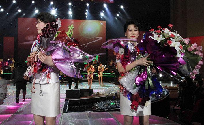 Ансамбль «Моранбон» во время выступления в Пхеньяне