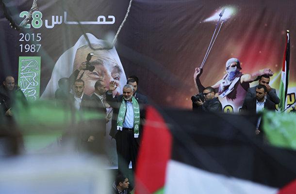Лидер ХАМАС Исмаил Хания выступает на параде в Газе в честь 28-летия движения