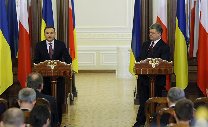 Президент Украины Петр Порошенко и президент Польши Анджей Дуда во время cовместной пресс-конференции в Киеве