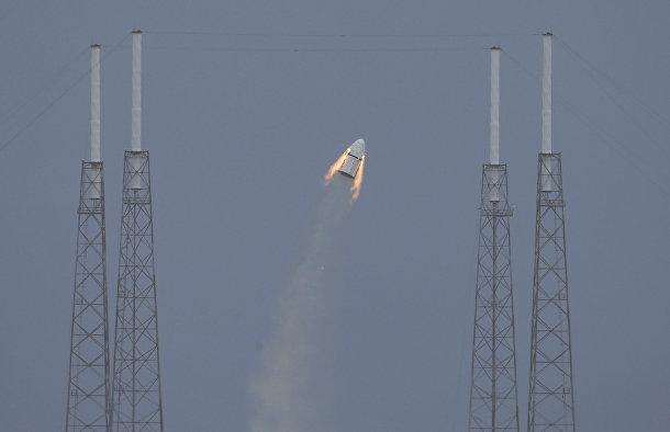 Старт космического корабля SpaceX Crew Dragon с мыса Канаверал
