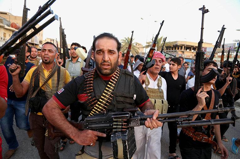 Иракские бойцы шиитского племенного ополчения, присоединившиеся к государственным войскам в борьбе против «Исламского государства»