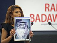 Жена блогера Раифа Бадави Энсаф Хайдар на церемонии награждения премией Сахарова