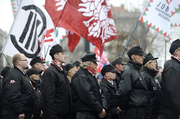 Сторонники партии «Йоббик» на демонстрации, посвященной годовщине восстания 1848 года