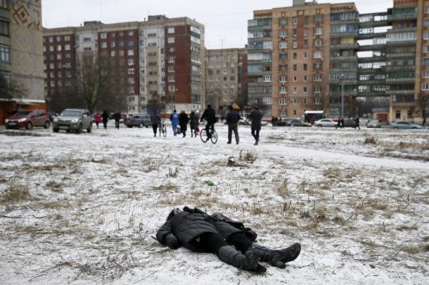 Тело женщины, убитой во время обстрела Краматорска