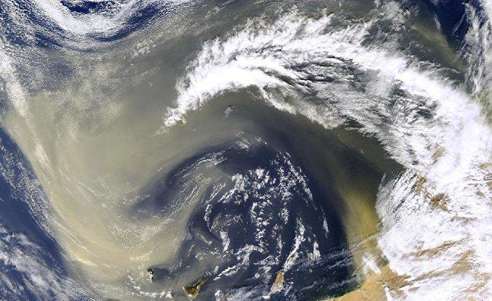 Облака пыли над Канарскими островами