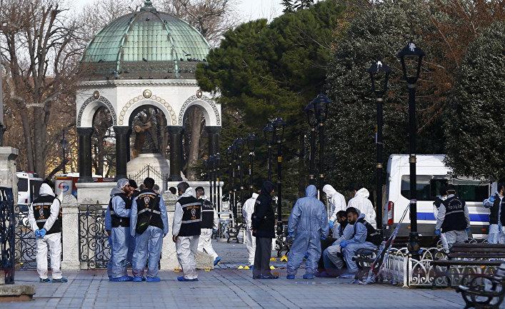Полиция на месте взрыва в центре Стамбула