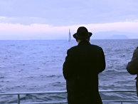 Ким Чен Ын смотрит на запуск баллистической ракеты с подводной лодки у побережья Северной Кореи
