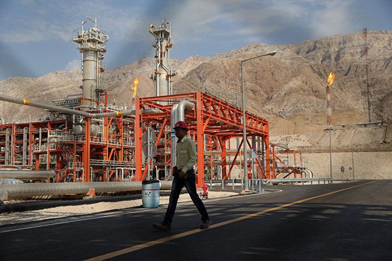Газовое месторождение Ассалуйе на берегу Персидского залива в Иране