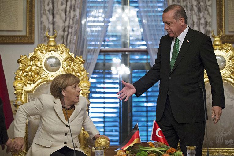 Канцлер ФРГ Ангела Меркель и президент Турции Реджеп Тайип Эрдоган во время встречи в Стамбуле