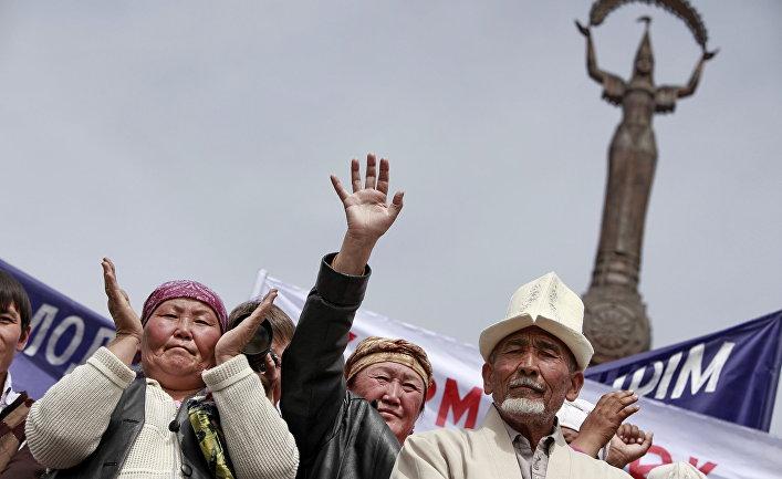 Митинги сторонников президента Киргизии Курманбека Бакиева и оппозиции прошли в Джалалабаде