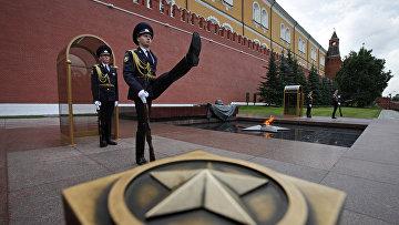 Караул у Могилы Неизвестного солдата в Москве