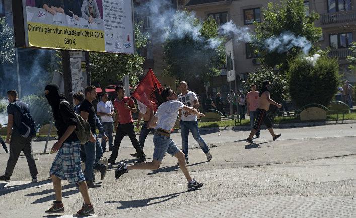 Столкновения албанцев с полицией в городе Косовска-Митровица