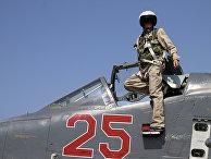 Российский летчик в кабине самолета Су-25М на базе «Хмеймим» в Сирии