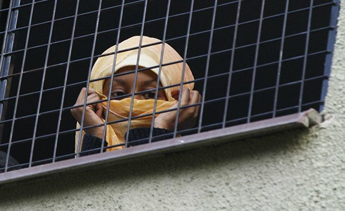Женщина мигрант Чешском в лагере беженцев