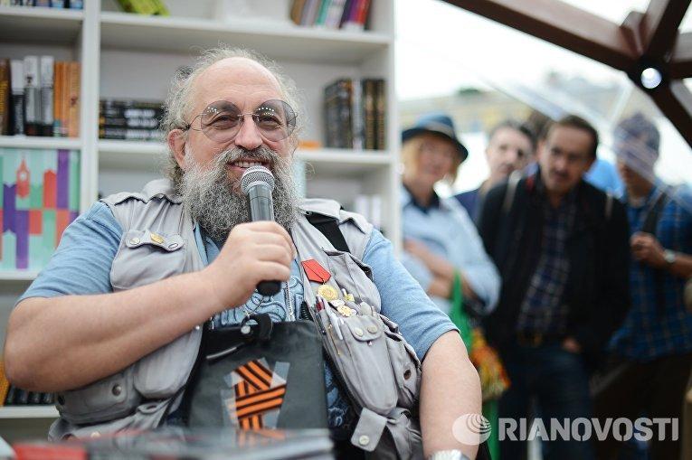 """Московский фестиваль """"Книги России"""" на Красной площади."""