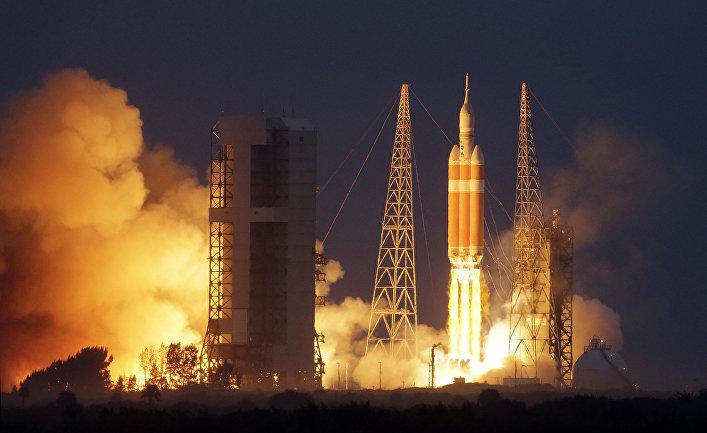 Старт ракеты Дельта-4 с мыса Канаверал