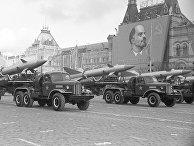 Подразделение зенитных ракет на параде на Красной площади 7 ноября