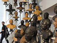 Галерея бюстов XIX века в Парижском музее Человека